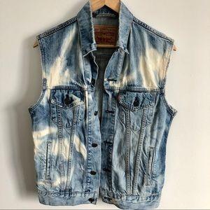 Levi's Jean Distressed Bleach Vest